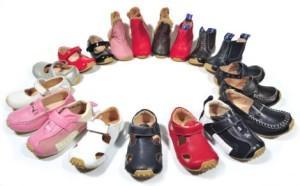 много обуви для детей