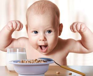когда ребенок сам начнет кушать ложкой
