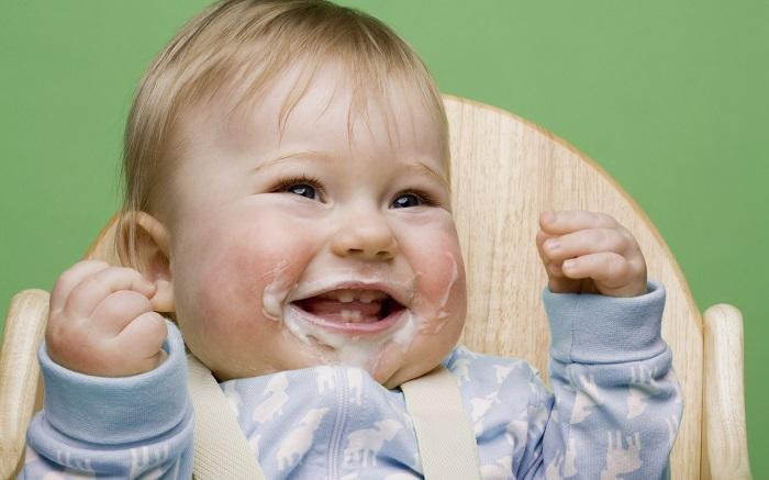 Ребенок после еды срыгивает