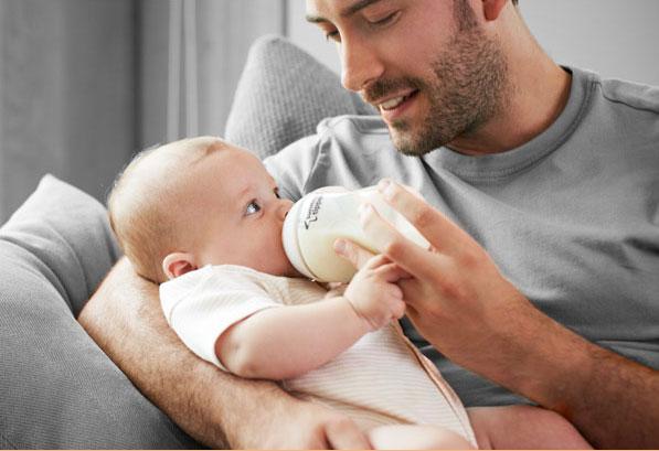 Новорожденный не сосет бутылочку
