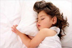 новорожденный спит днем и не спит ночью