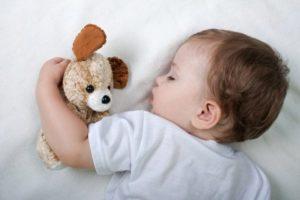 Ребёнок потеет во сне