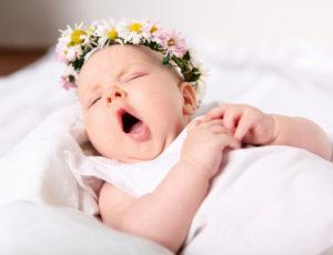 Чем ребенку грозит сон с приоткрытыми глазами