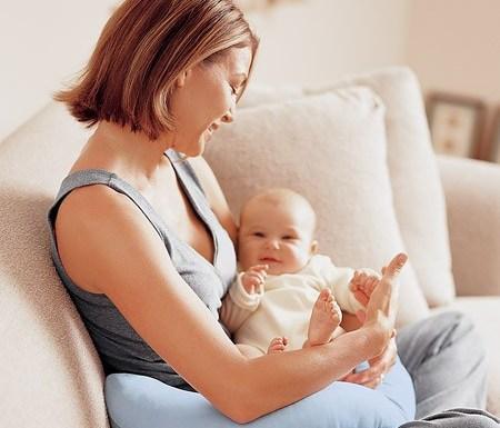 фото мамы новорожденный руках у на
