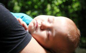 Когда ребёнок спит лишь на руках