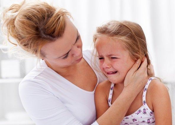 Месячный ребенок плачет