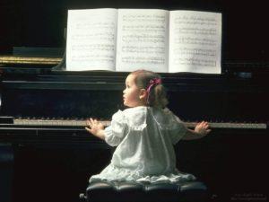 ребенок и пианино