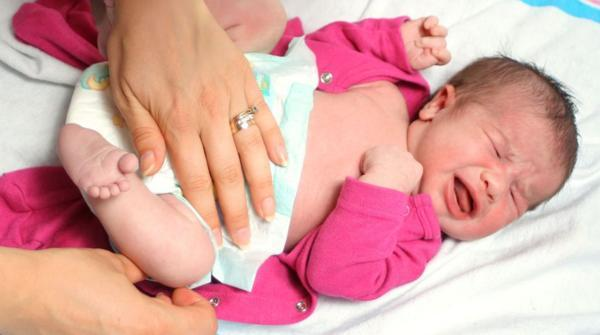 Жидкий стул зеленого цвета у новорождённого