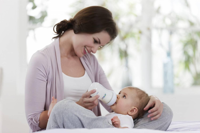 Бутылочки для кормления новорождённых