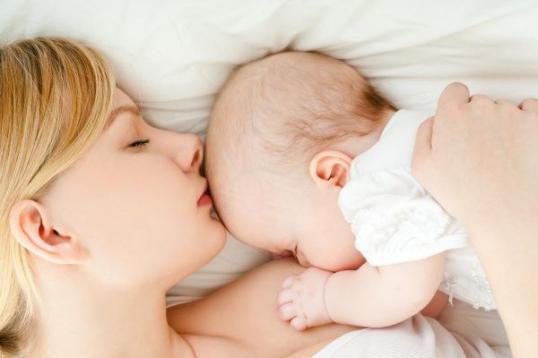 Во сколько прекращать кормить малыша грудным молоком
