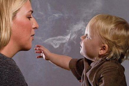 Можно ли курить при кормлении грудью