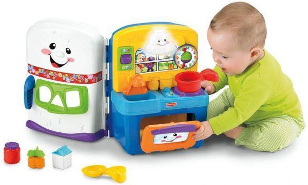Малыш умеет играть