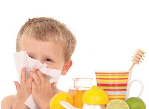 Быстро лечим насморк детям народными средствами