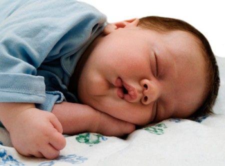 Ребёнок спит с открытым ртом
