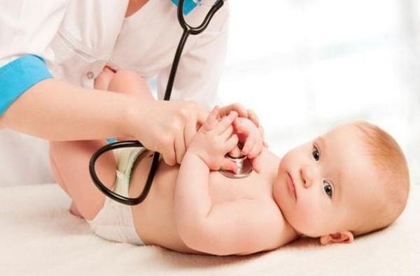 Плановое обследование грудничка у врача