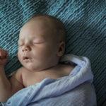 Если новорождённый спит мало