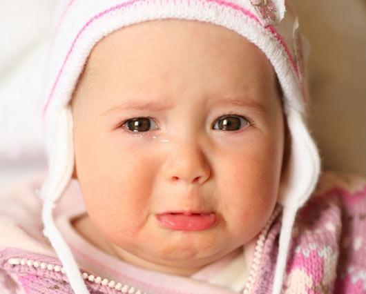 Почему ребёнок какает и плачет