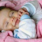 новорожденный много спит и мало ест