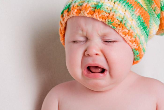 Почему месячный малыш плачет без отдыха