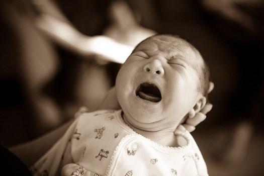 Причины постоянного плача новорождённого