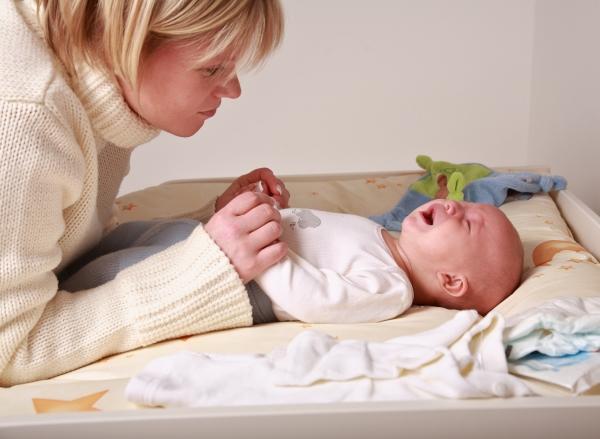Помогаем малышу когда болит животик