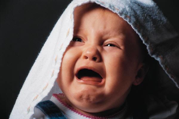 Почему грудничок не спит и плачет