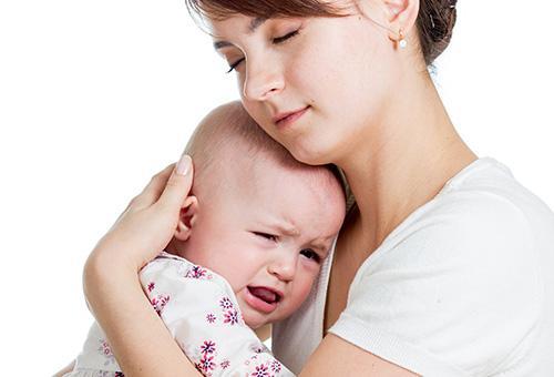 Успокаиваем новорождённого когда он плачет