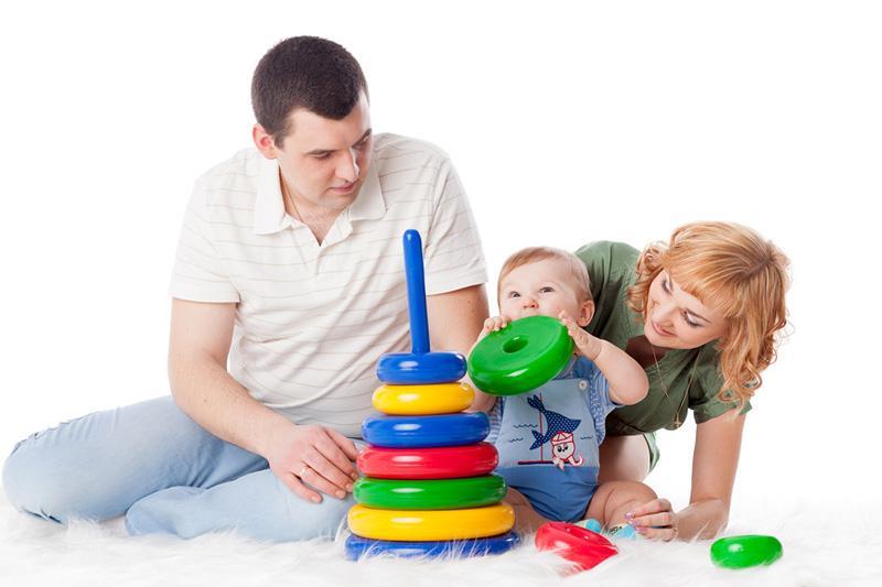 Собираем с ребенком пирамидку