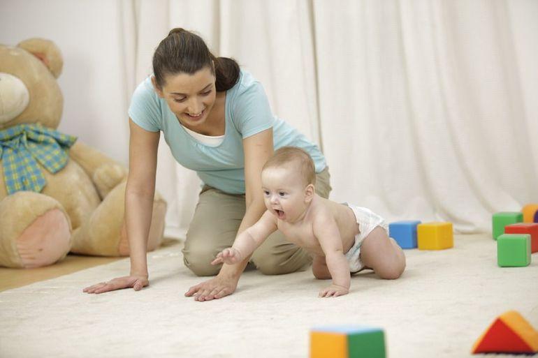 Научить ребенка ползать: упражнения, стимуляция и мнение Комаровского