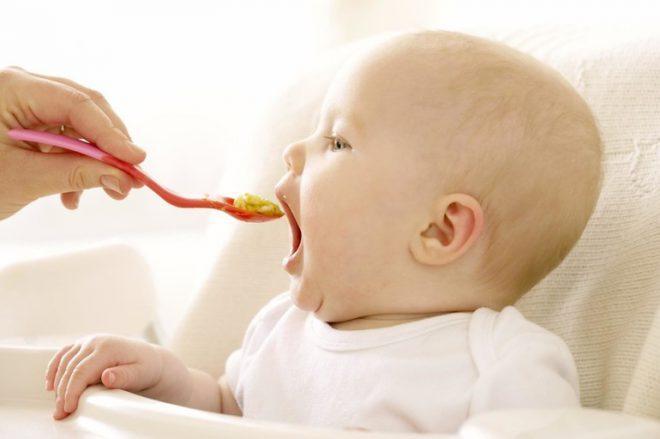 Введение первого прикорма малышу