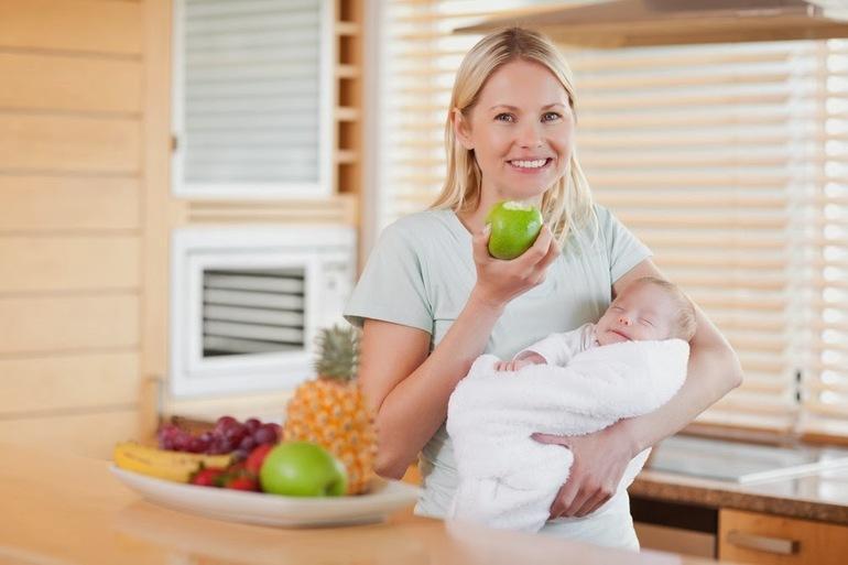 Советы по питанию в первый месяц после родов кормящей маме