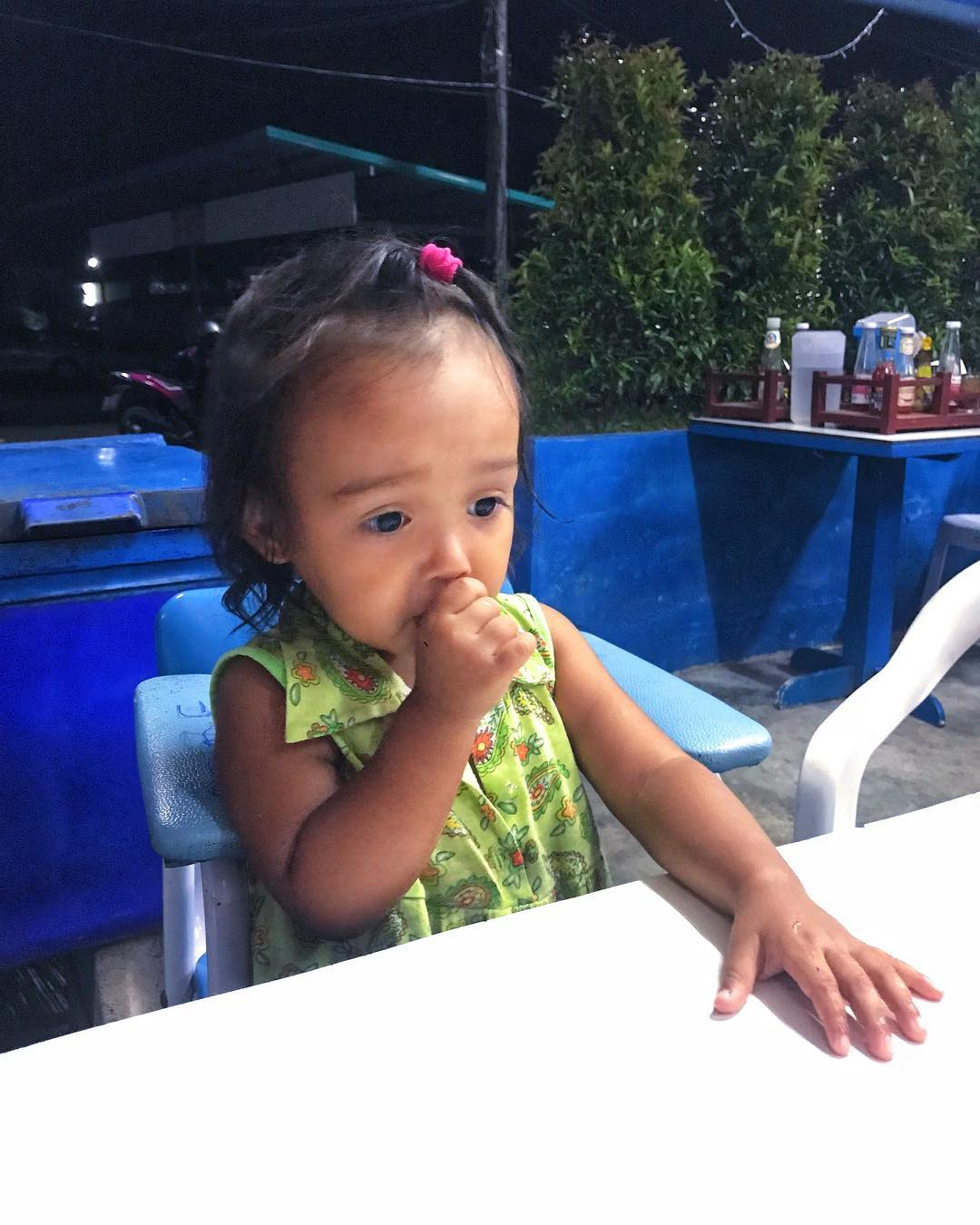 Почему ребенок в 2 года сосет пальчик