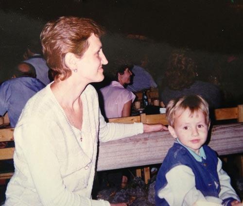 Максим Курцаев с мамой в Болгарии