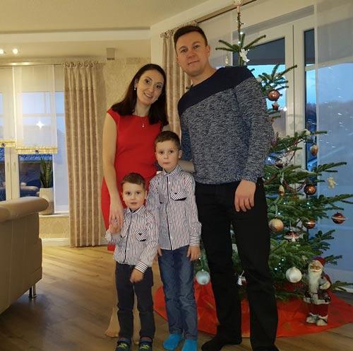 Виталя с семьей